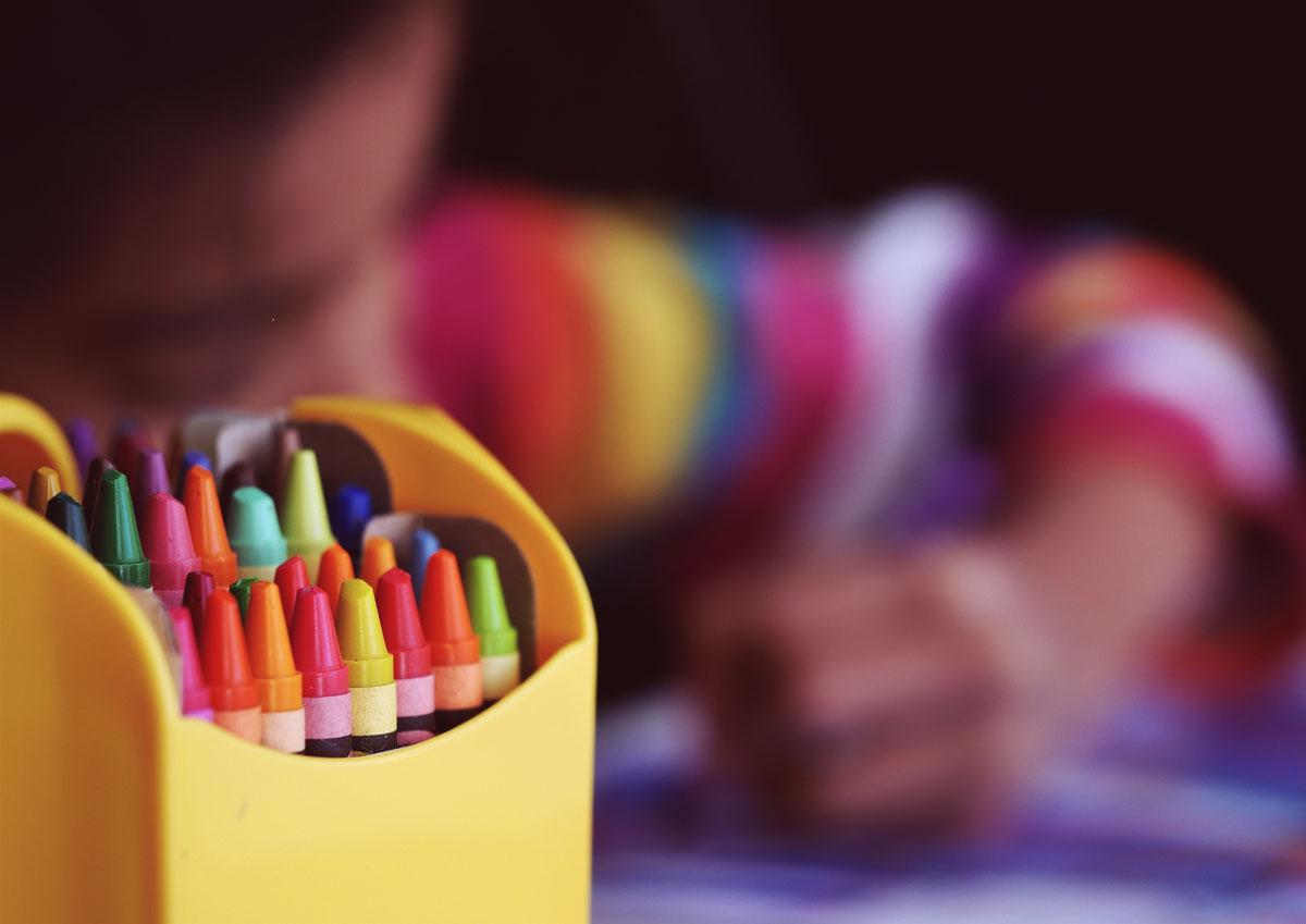 Kind und Stifte
